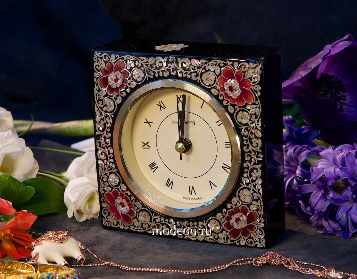 Настольный часы из перламутра Время осени