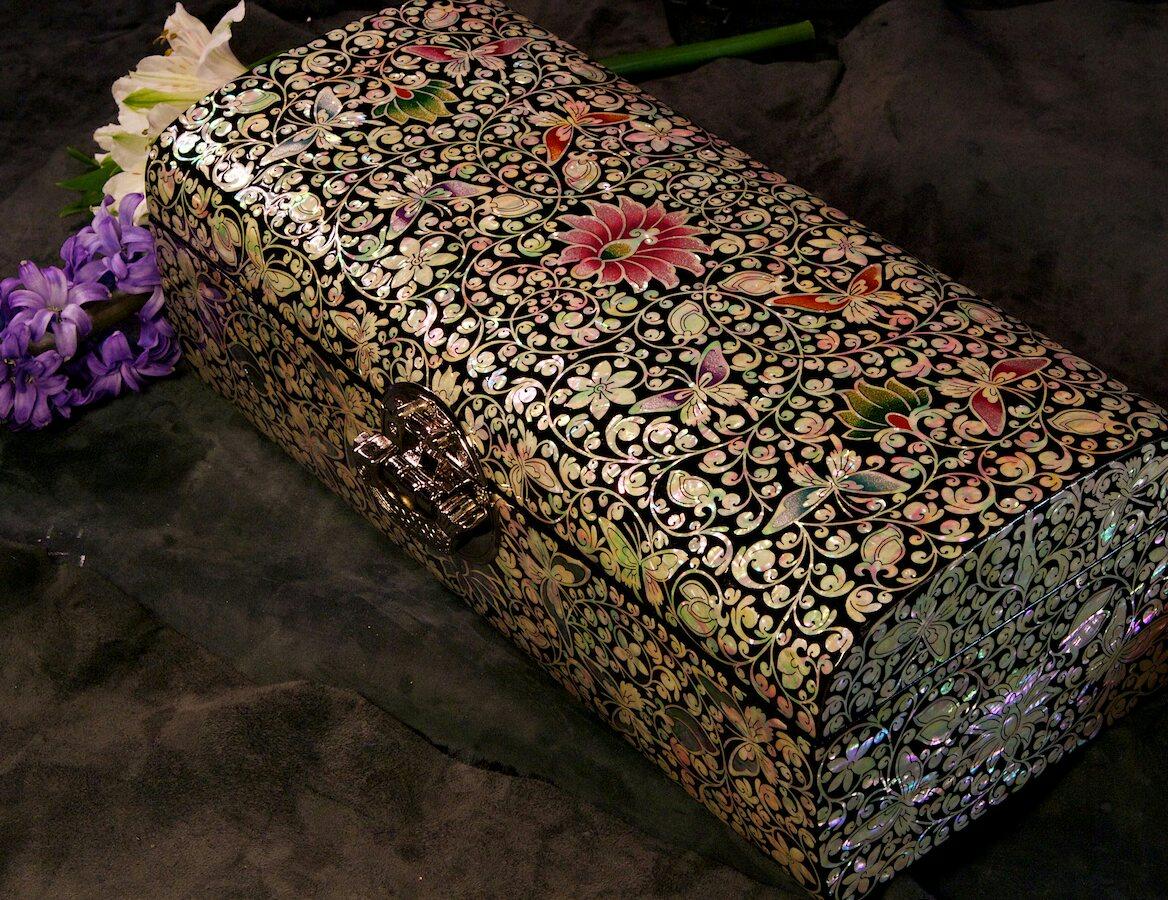 Перламутровая шкатулка Цветы и бабочки