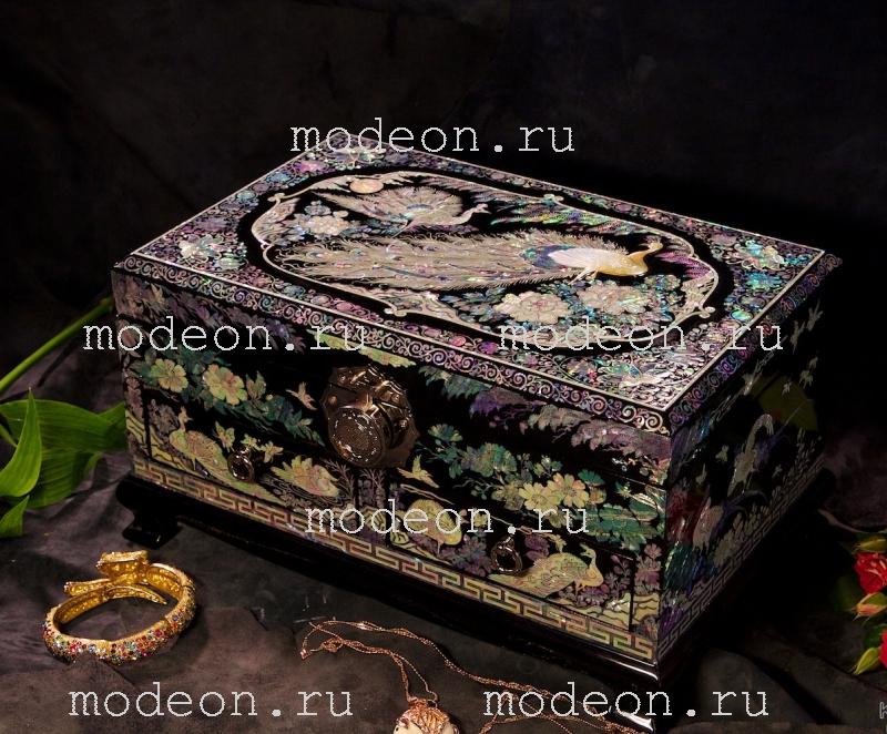 Эксклюзивный комод из перламутра Королевство павлинов