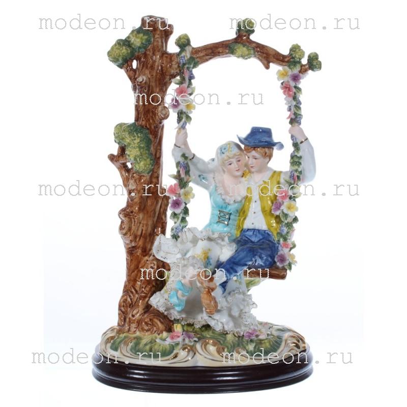 Фарфоровая декоративная фигурка На качелях