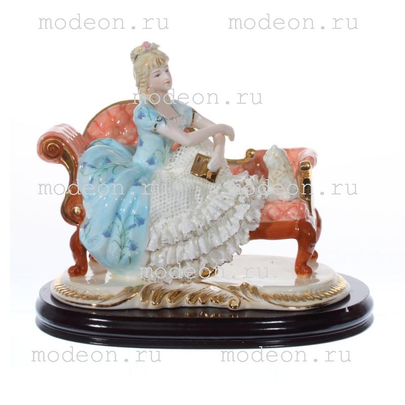 Фарфоровая статуэтка Дама с кошкой