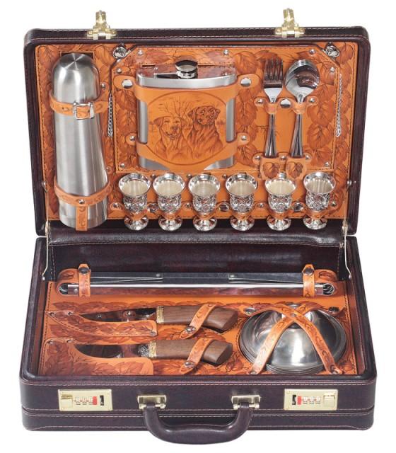 Набор подарочный Классик в кейсе из искусственной кожи.