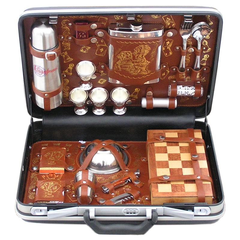 Набор для пикника Игрок в кейсе из искусственной кожи.