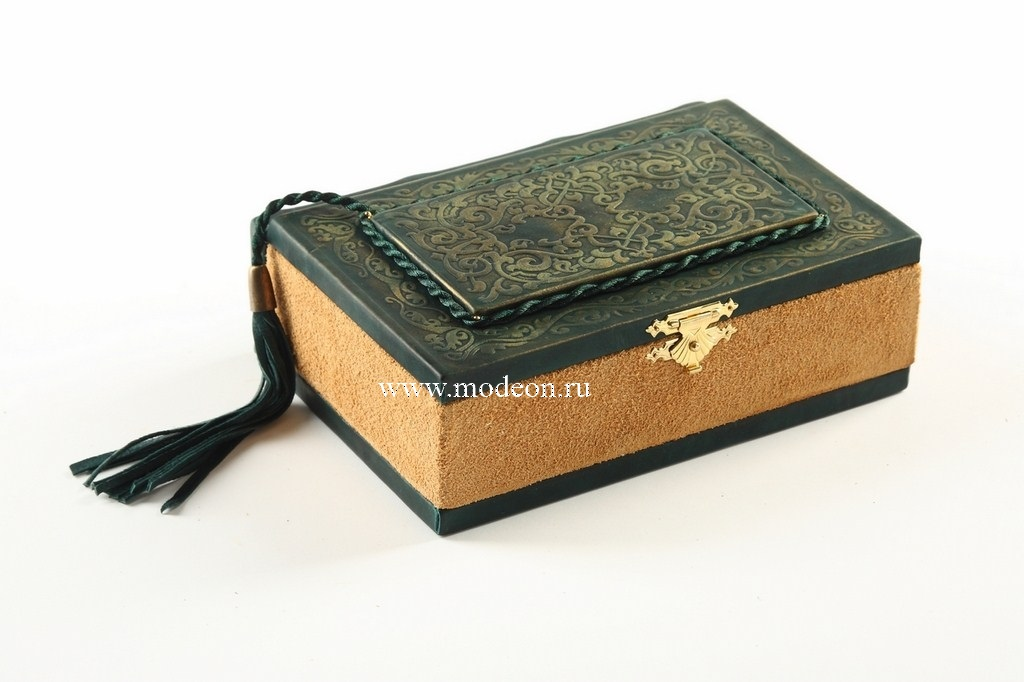 Шкатулка из натуральной кожи Книга с закладкой