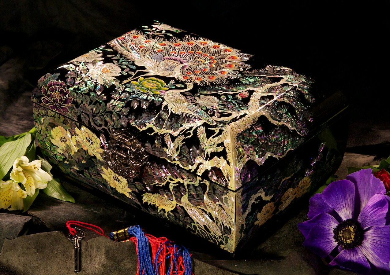 Шкатулка из перламутра Хвост павлина-2