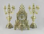 Часы каминные и 2 канделябра на 5 свечей, 3 предмета.