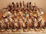 Шахматы на резной доске Римляне и турки.